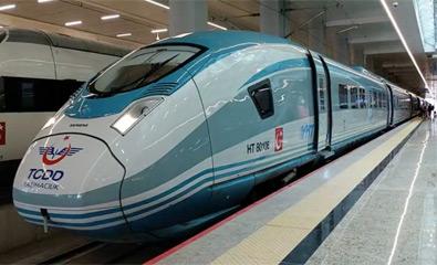 تصویر قطار سریع السیر استانبول به آنکارا راه اندازی شد